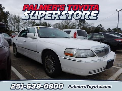 Pre-Owned 2009 Lincoln Town Car Signature